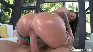 Foxy big breasted girlfriend Christy Mack actually loves to swallow her fucker's rod