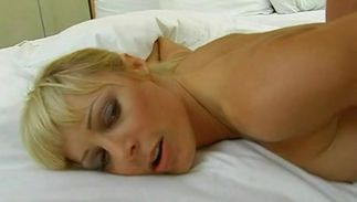 Amazing wazoo busty Holly Sampson bends for fang and delights with doggy